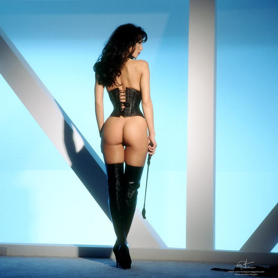 dominatrix_2_by_markdaughn