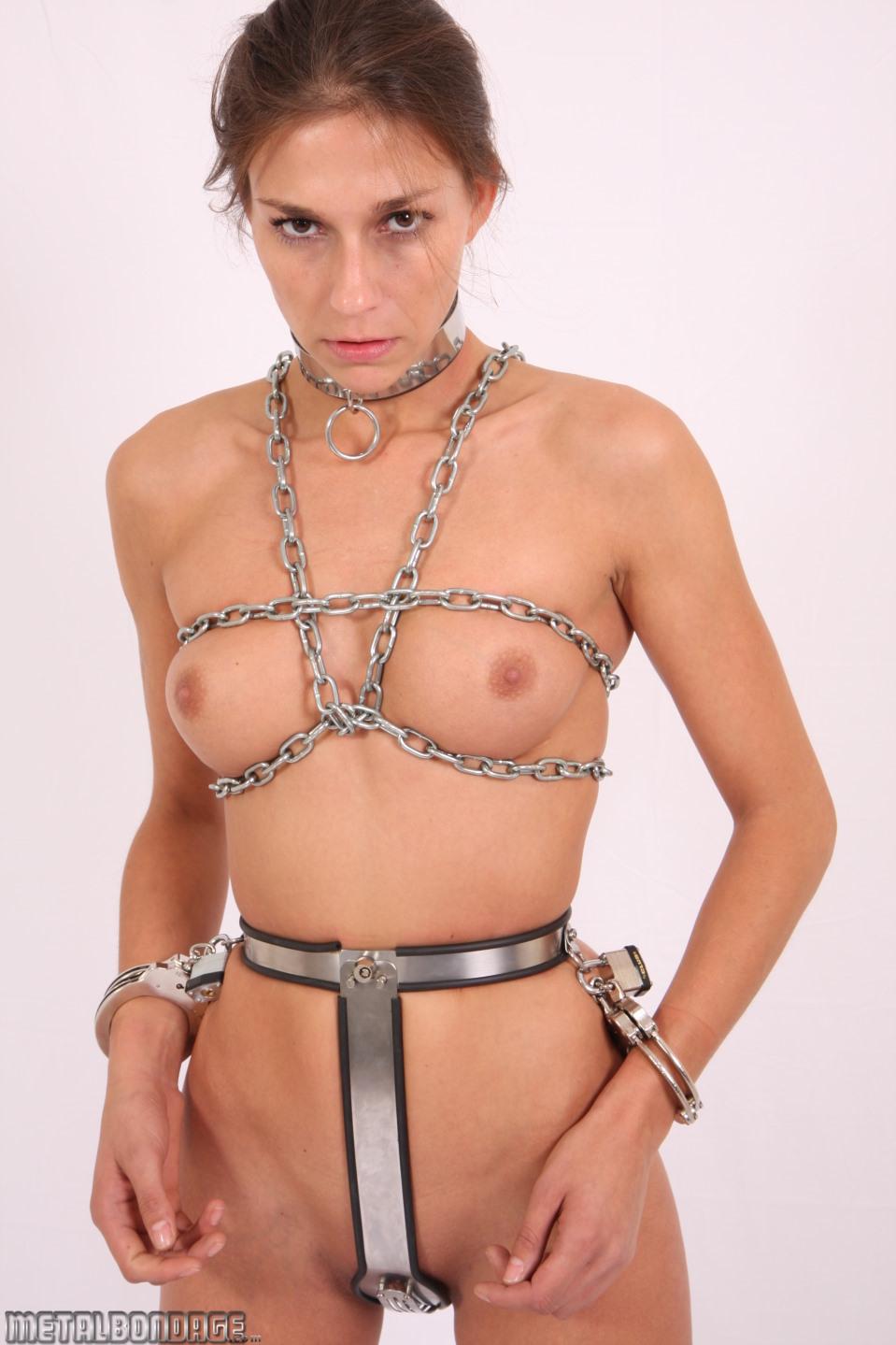 metalbondage Zoe